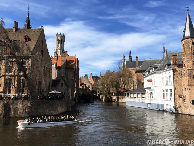 Se puede navegar por los canales de la ciudad de Brujas