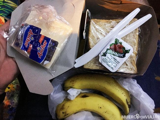 Desayuno para llevar del hotel Aloha en Yogyakarta