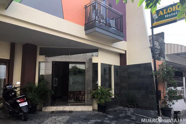 Entrada al hotel Aloha en Yogyakarta