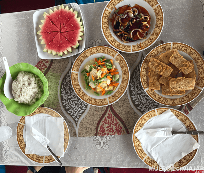 Las comidas que te preparan en el Tolok son buenísimas siempre de productos naturales y recién cocinados