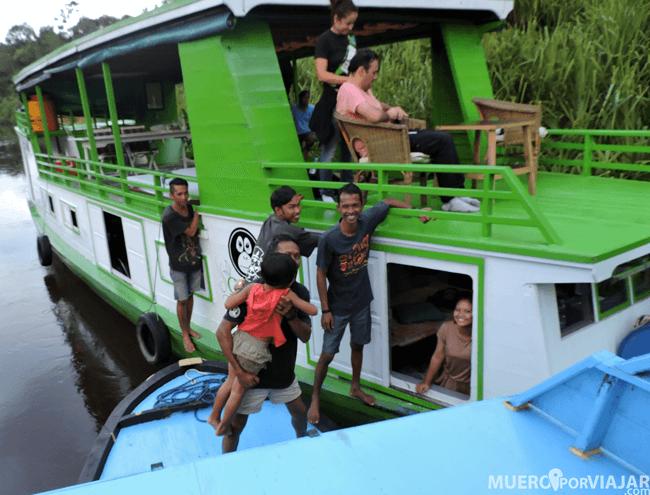 La vida en el río es de mucha relación entre los diferentes barcos