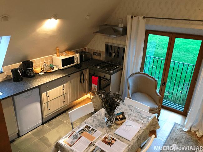 La parte de la cocina de nuestra habitación, muy completa