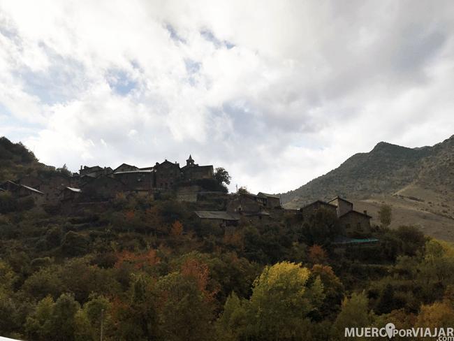 El pueblo de Arestui situado en la Vall de Baiasca en Lleida