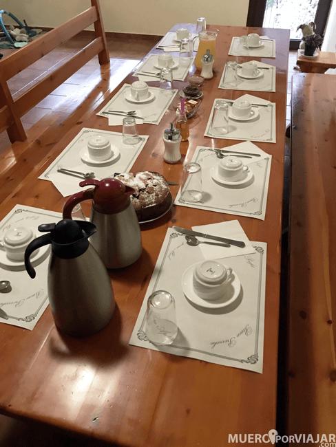 En el refugi Arestiu nos trataron como invitados de lujo, muy atentos y con un desayuno perfecto para coger energía para todo el día
