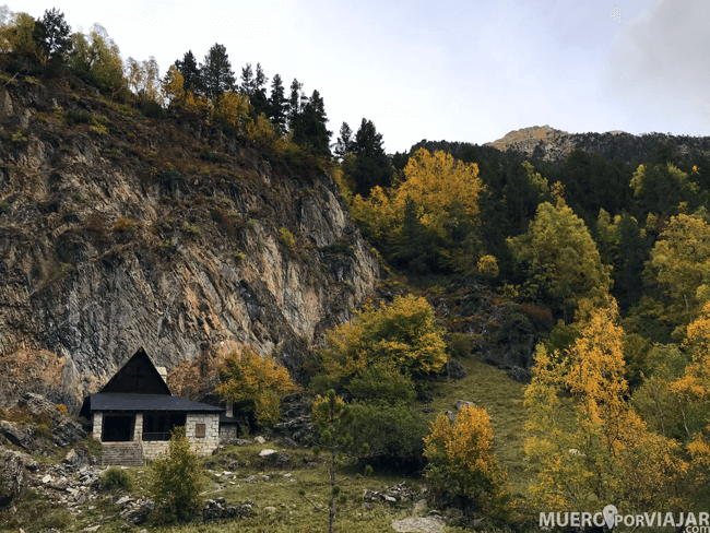 Durante el paseo puedes encontrar varios refugios para descansar y admirar el paisaje