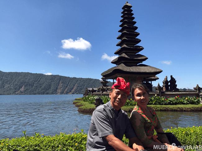En el templo de Ulun Danu Bratan encontramos a muchos turistas nativos, es uno de los más famosos de Bali