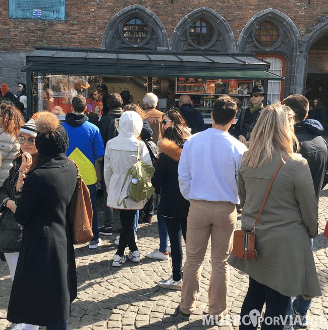 Para de comida en el Grote Markt de Brujas
