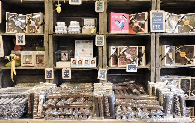 En las tiendas de chocolate venden todo tipo de souvenirs para que te lleves a casa de vuelta