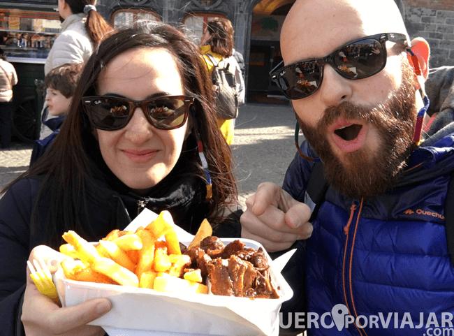 Nuestro plato de carbonnades flamandes(carne estofada) y patatas fritas en Brujas