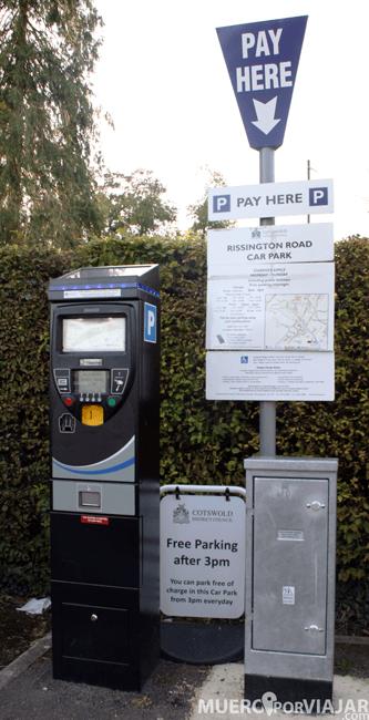 Siempre hay que buscar los puestos para pagar en los parkings y fijarse en las horas para no pagar de más