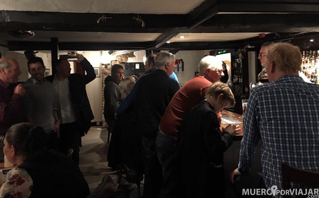 Interior pub en Castle Combe, Inglaterra