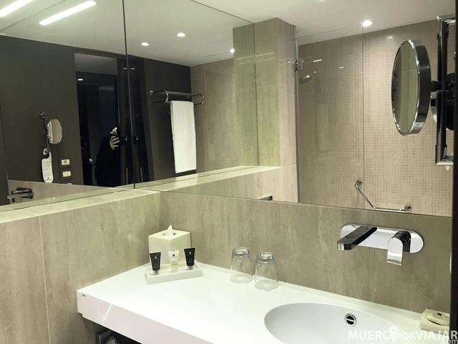 Baño hotel Crowne Plaza Geneva