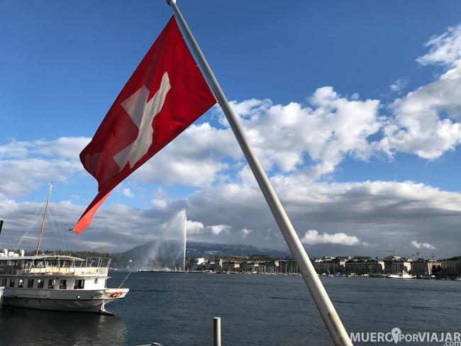 El lago Lemán en Ginebra con el famoso Jet d'Eau