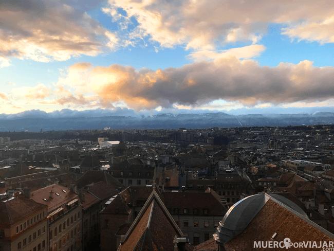 Las preciosas vistas de Ginebra desde la su catedral