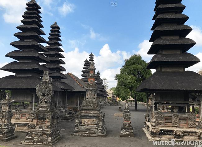 El templo Pura Taman Ayun con sus pagodas