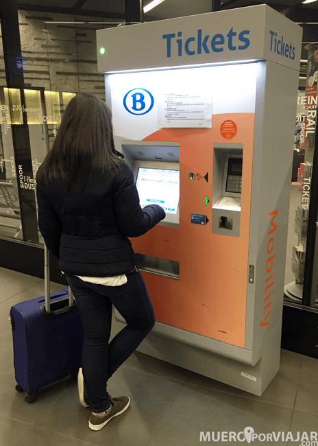 Máquina de tickets de el aeropuerto de Bruselas