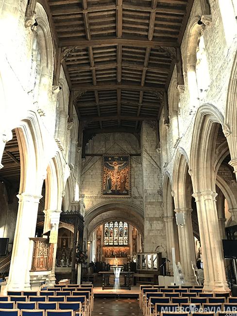 El interior de la iglesia de St John the Baptist en Burford