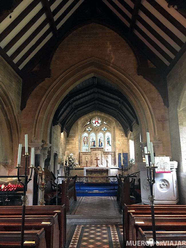 Los interiores de las iglesias son austeros pero muy bonitos
