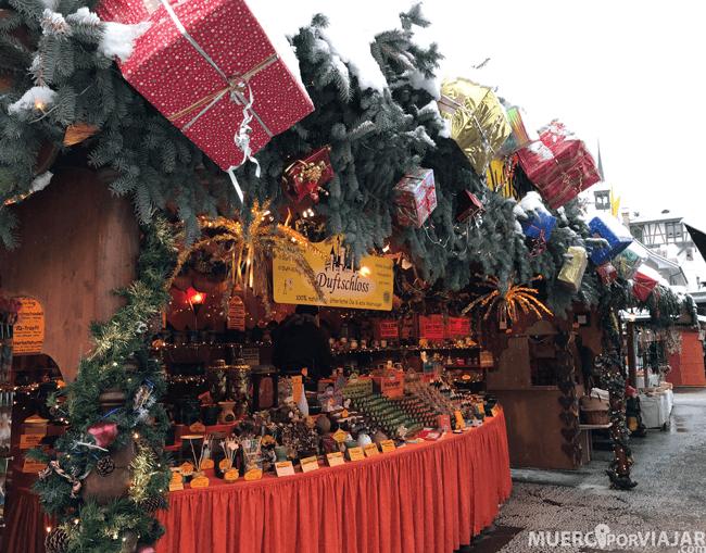 Las paradas del mercado navideño estaban muy bien decoradas