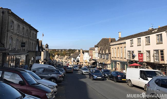 Burford es un pueblo más grande y más transitado
