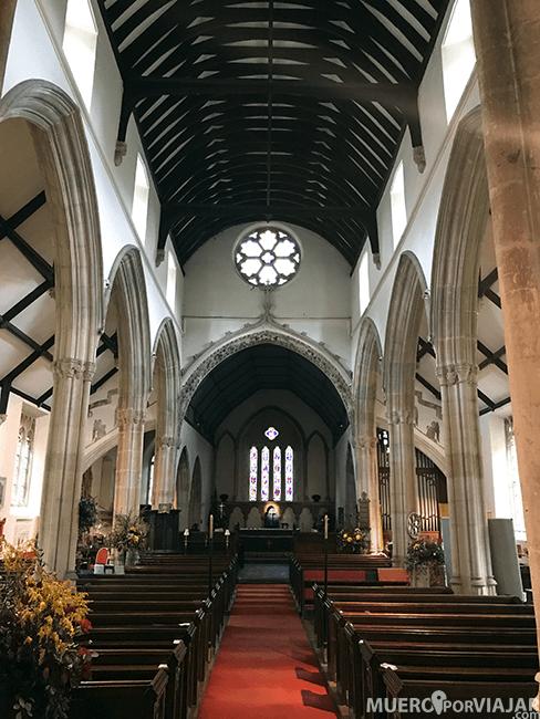 El interior de la iglesia de Castle Combe, muy bonito