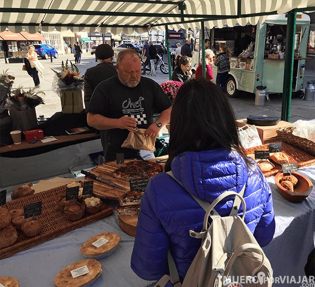 Compramos comida en el mercado de Cirencester