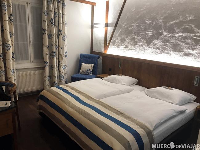 La habitación dispone de calefacción (super necesario) y la cama era bastante cómoda