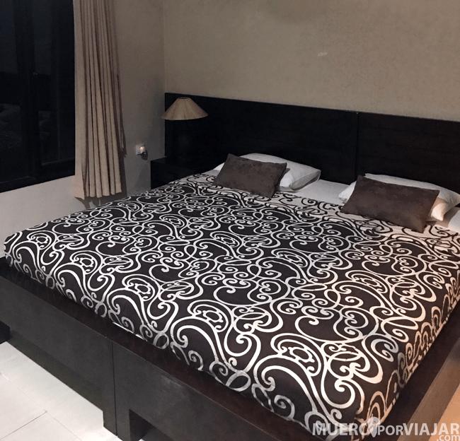 La cama era muy grande y también bastante cómoda pero no tenia protección para los mosquitos