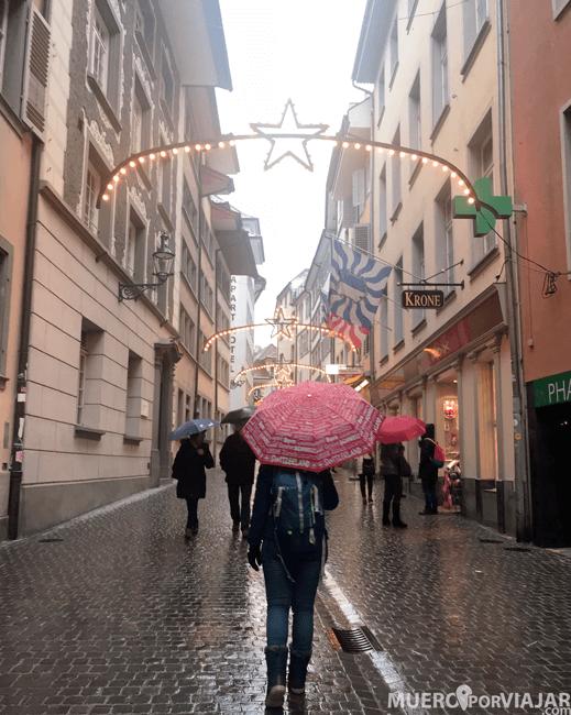 En época navideña tienen todo muy decorado en Lucerna