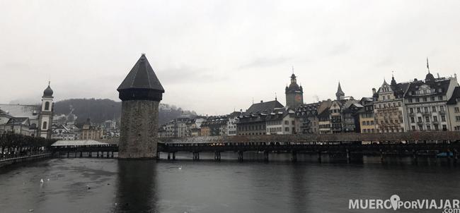 El famoso Kapellbrüche o puente de la capilla en Lucerna