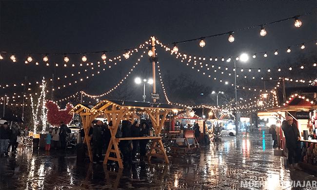 En el mercado navideño de Zurich nos pilló lluvia y estaba todo más apagado