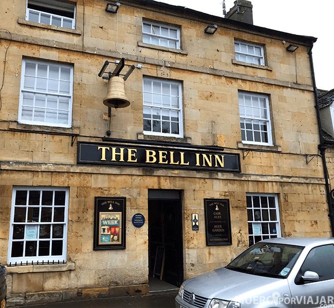 La entrada del famoso pub The Bell Inn
