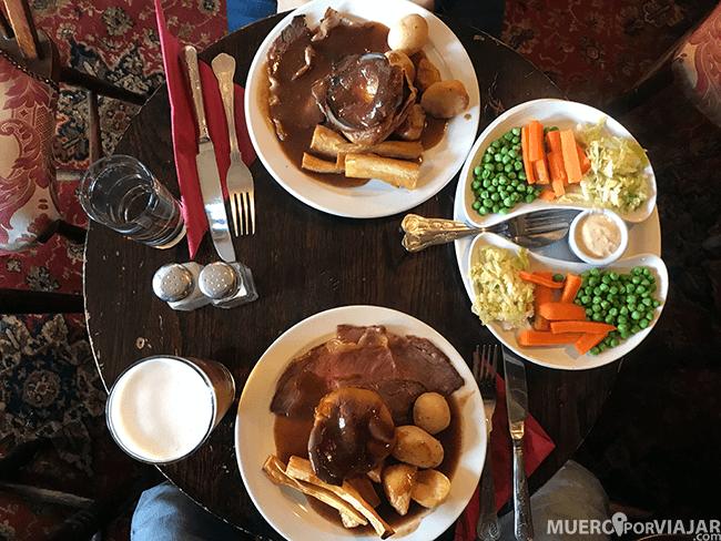 Disfrutamos de un riquísimo Sunday Roast en Broadway