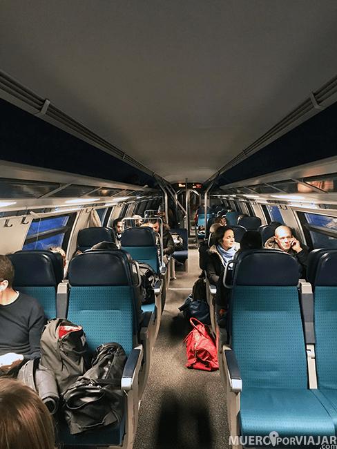 Interior de tren en Suiza