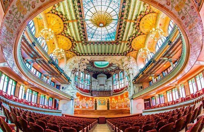 El interior del Palau de la Música en Barcelona es ya de por si una obra de arte