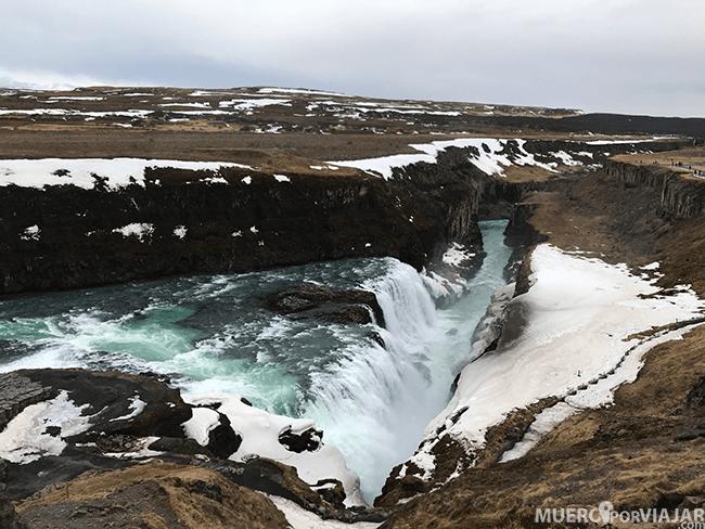 La cascada Gullfoss con sus 140 metros cúbicos por segundo en verano y 80 en invierno