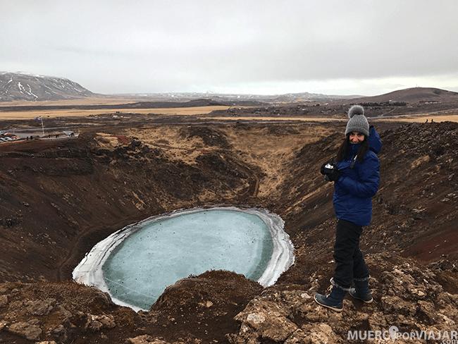 Puedes pasear por todo el perímetro del cráter, es muy bonito