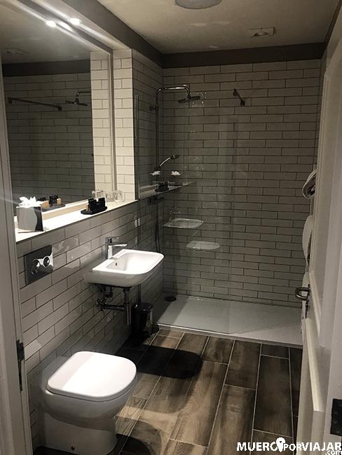 Baño en Bishop's Gate Hotel - Derry