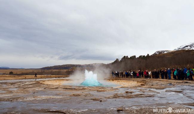 El geyser Strokkur si que está activo y cada 10 minutos (aproximadamente) entra en erupción