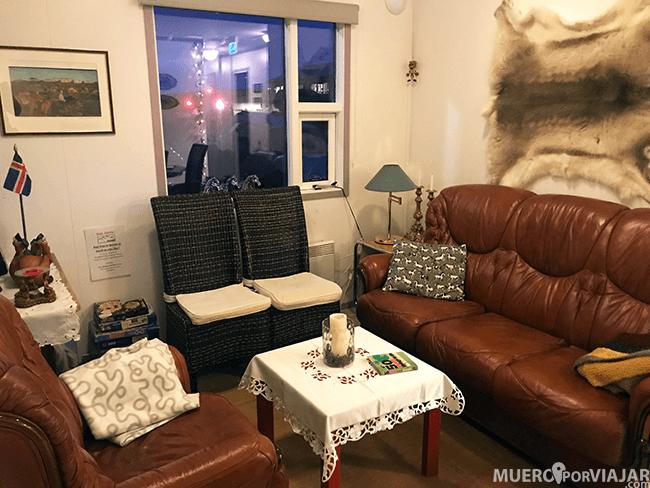 Salón de nuestra guesthouse en Hella