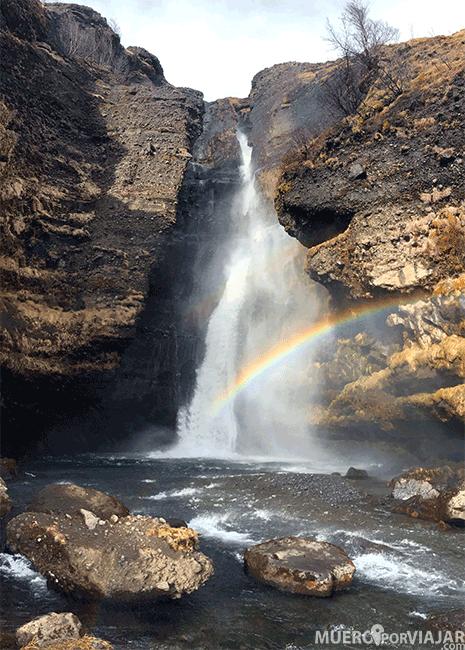 Arcoíris sobre la cascada Gluggafoss - Islandia
