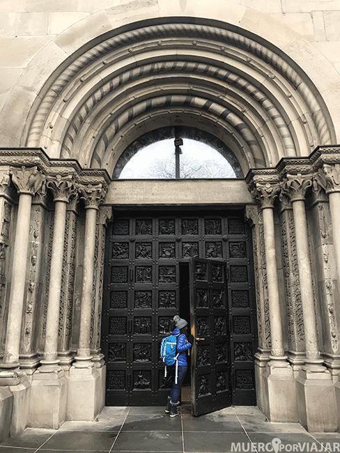 Entrada a la Iglesia Fraumünster