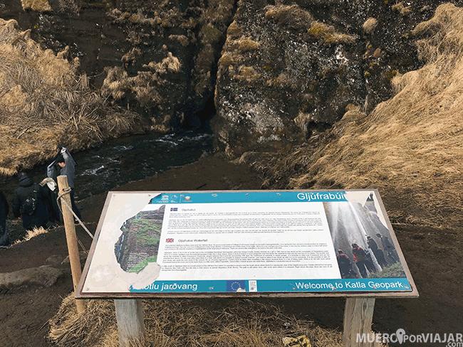 Entrada a la cascada Gljufrafoss - Islandia