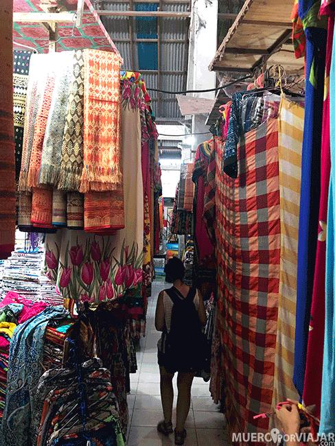 Existen muchos mercados textiles en los que puedes encontrar verdaderas prendas increíbles
