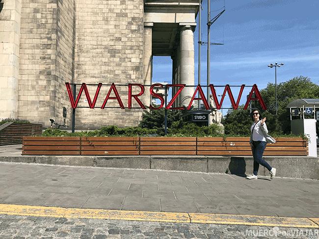 Cartel de Varsovia en el palacio de la Ciencia y la cultura