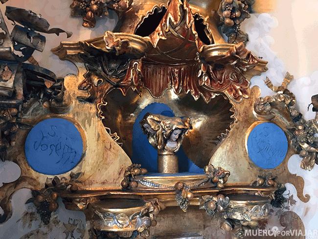 La capilla modernista en la masía Can Negre está repleta de detalles