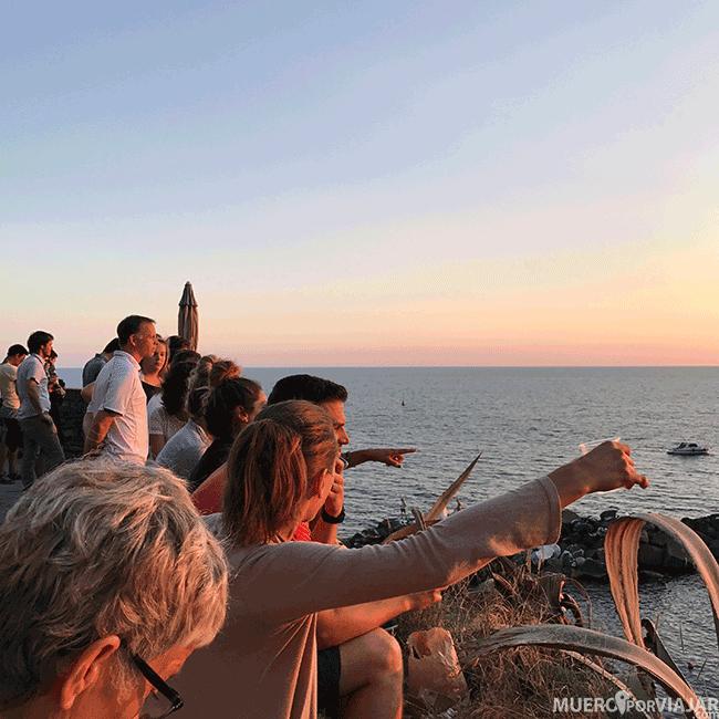Gente en el atardecer en Riomaggiore - Cinque Terre
