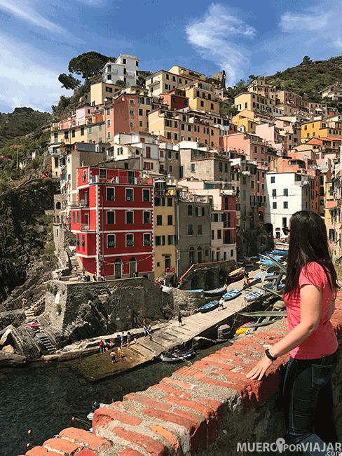 Una de las vistas más bonitas de Cinque Terre es el puerto de Riomaggiore