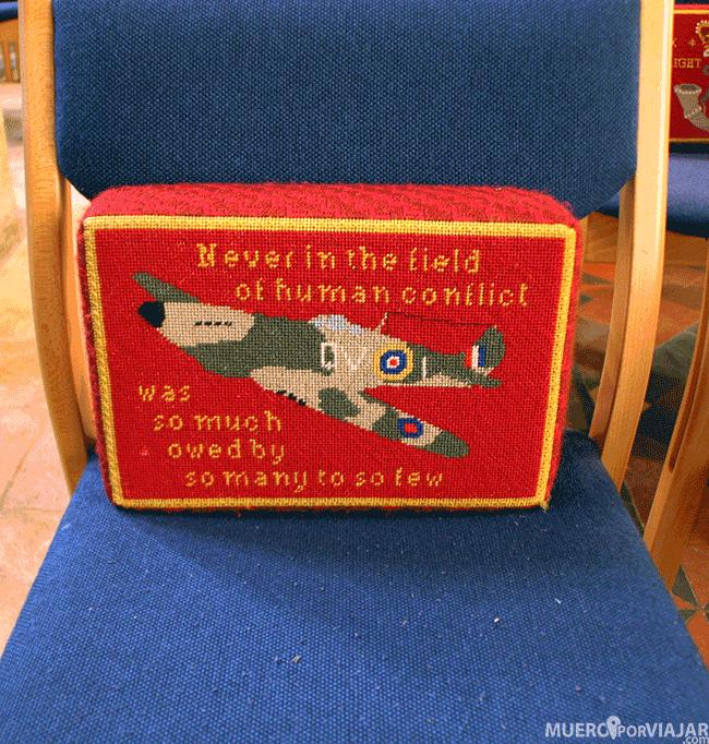 Cojín personalizado en una iglesia de Los Cotswolds