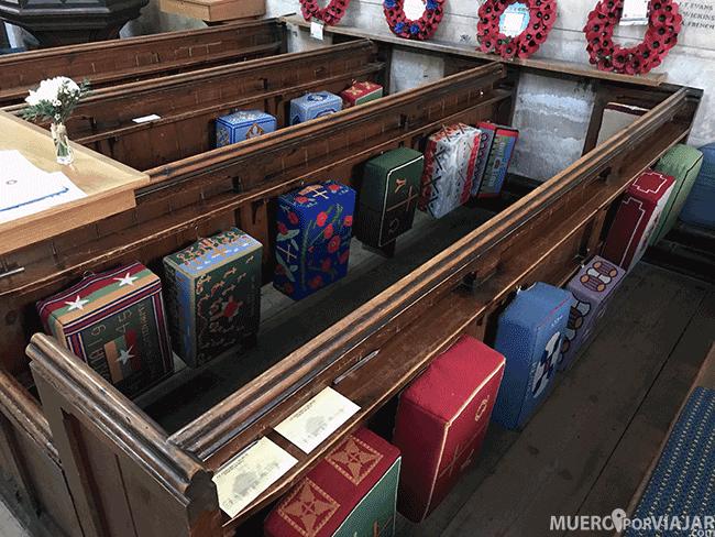 Cojines personalizados en una iglesia de Los Cotswolds